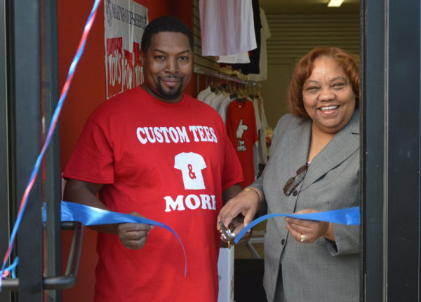 custom-tees-ribbon-cutting-1
